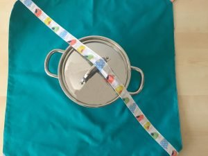 Tutorial per realizzare un porta torta in stoffa 35
