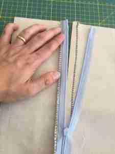 Tutorial come cucire una cerniera invisibile 13