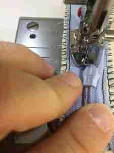 Tutorial come cucire una cerniera invisibile 20