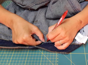Come stringere i jeans in vita 26