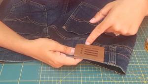 Come stringere i jeans in vita 7